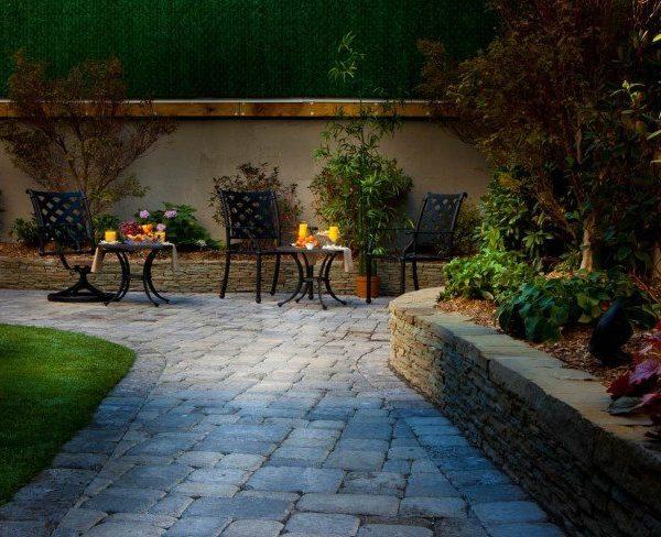 Condor-Hotel-Williamsburg-Garden1