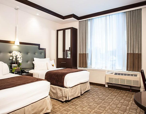 Williamsburg-Plush-Corner-Bedroom